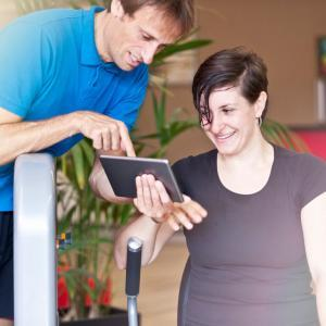 Hr-woman-exercise-plan-team-square